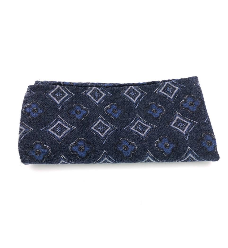 Pochette fantasia fondo blu 100% lana stampata